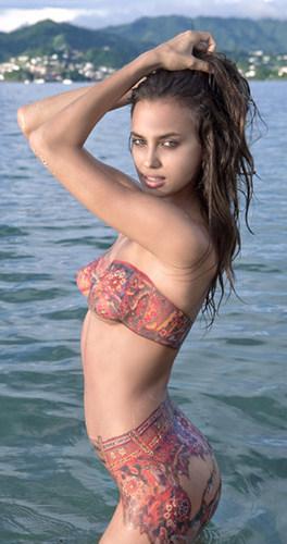 những phụ nữ nóng bỏng hình nền with a bikini titled Irina Sheik