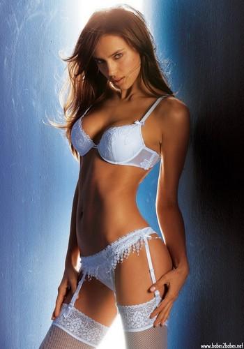 Wanita cantik kertas dinding probably with a bikini called Irina Sheik