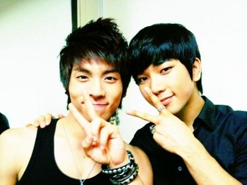 Jonghyun Selca With G.O(MBLAQ)