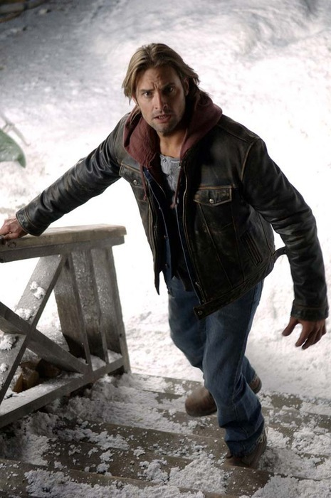 http://images4.fanpop.com/image/photos/23100000/Josh-Holloway-josh-holloway-23125632-465-700.jpg