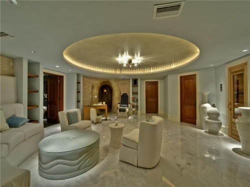 Beliibs inside justin biebers house for Living room jb