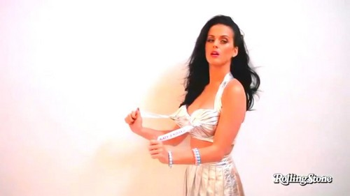 Katy Perry Getting Hosed Down In A Bikini In A Sexy foto Shoot For Rolling Stone Magazine's July