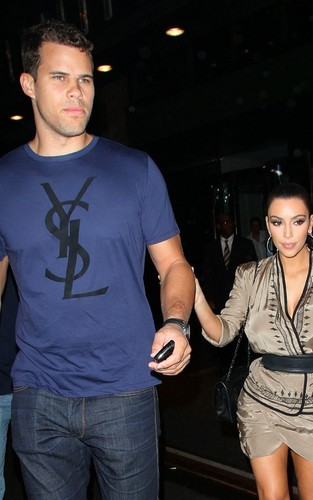 Kim Kardashian and Kris Humphries out for jantar at the Waverly Inn in NYC (June 24).