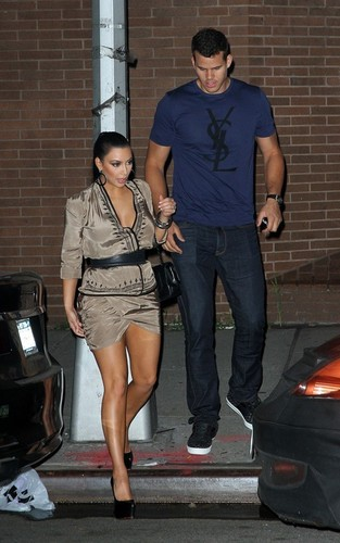 Kim Kardashian and Kris Humphries out for 공식 만찬, 저녁 식사 at the Waverly Inn in NYC (June 24).