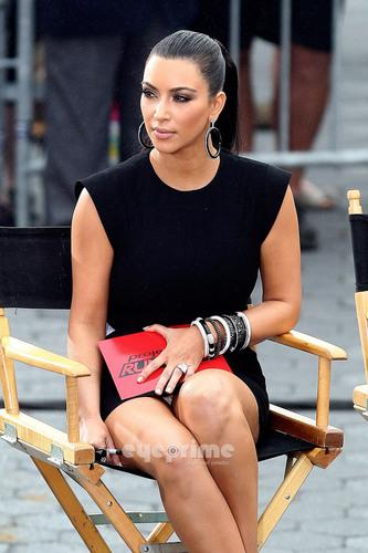 Kim Kardashian wallpaper entitled Kim Kardashian films 'Project Runway' in Battery Park, NY, June 23