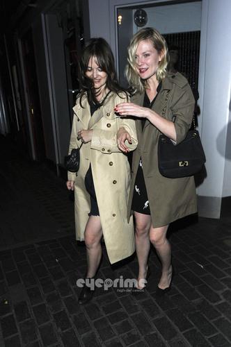 克尔斯滕·邓斯特 壁纸 containing a trench coat, a burberry, and a 豌豆 夹克 entitled Kirsten Dunst leaving the Box in Soho London, June 22