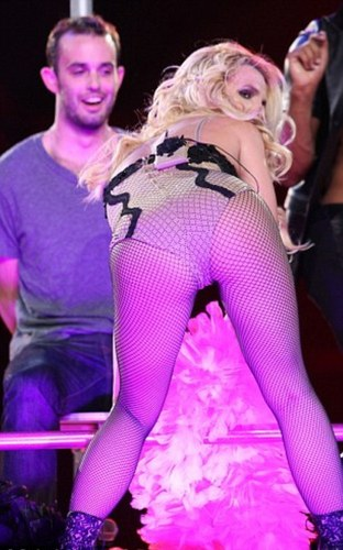 Britney Spears kertas dinding containing tights entitled Lap Dance At konsert In LA