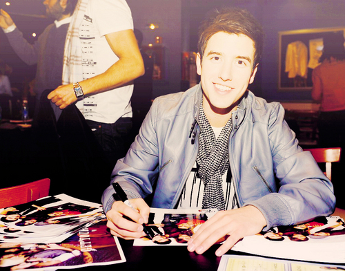 Logan Henderson wallpaper with a brasserie and a sign titled Logan♥