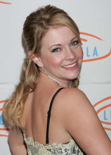 Melissa Joan Hart Hintergrund possibly containing a portrait titled Melissa Joan Hart