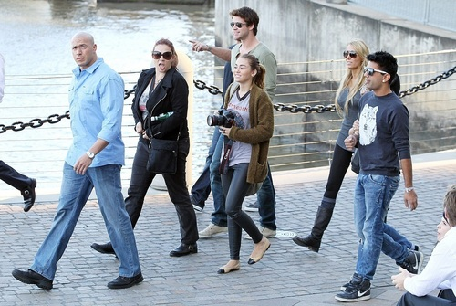 Miley - Goes out for lunch with Liam and Tish in Brisbane - June 22, 2011