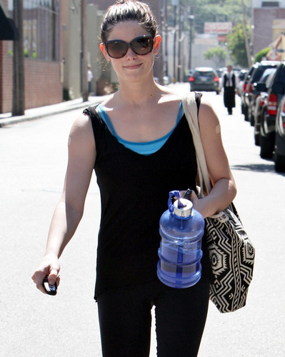 もっと見る 写真 of Ashley Greene out and about in Los Angeles