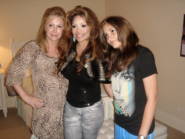 Paris, La Toya and Kathy - prince-michael-jackson photo