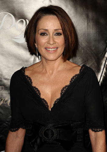 Патриция Хитон Обои probably with attractiveness, a bustier, and a portrait called Patricia Heaton (2011)
