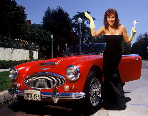 पेट्रीशिया हीटन वॉलपेपर probably containing a convertible, a roadster, and a कूप called Patricia Heaton