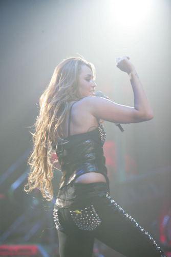 Performs At Brisbane Entertainment Centre In Brisbane, Australia 21 06 11
