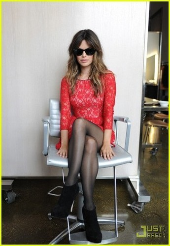 Rachel Bilson: Sunglass Hut Partnership Goes Global!