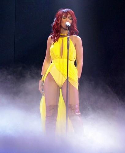 リアーナ Performs At Rogers Arena In Vancouver