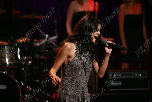 Selena - Jimmy Fallon tampil - June 23, 2011