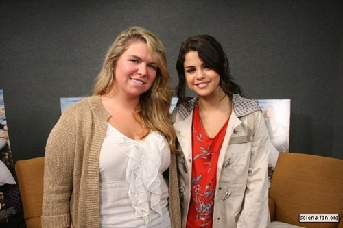 Selena - 키스 108 Interview - June 24, 2011