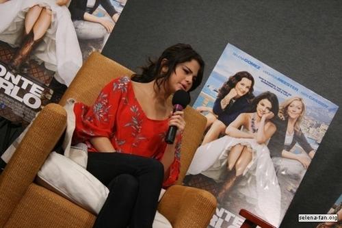 Selena - চুম্বন 108 Interview - June 24, 2011
