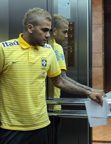 The new hair of Alves