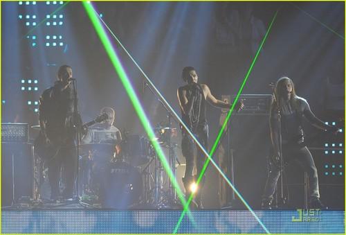 Tokio Hotel: एमटीवी Video संगीत Aid जापान Performance!