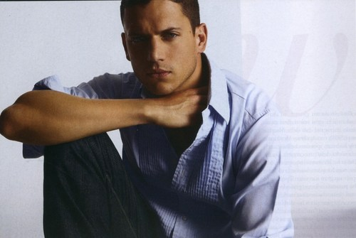 Wentworth Miller Hintergrund probably containing a sign, a Tennis pro, and a Tennis player entitled Vanity Fair (Italy) - 2007