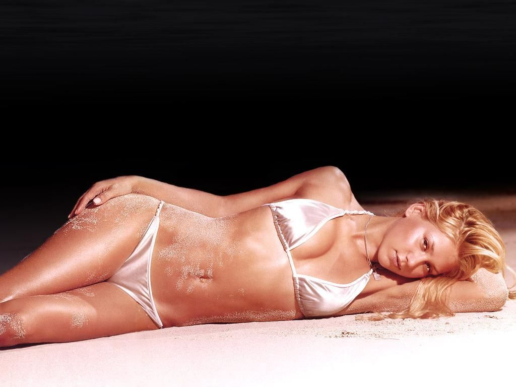 Anna Kournikova is Relaxed & Ravishing