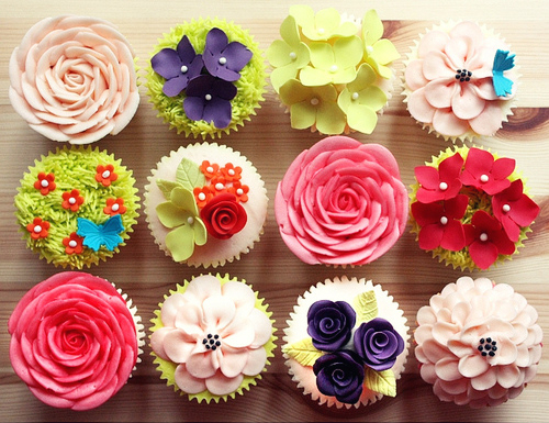 Cupcakes wallpaper with a bouquet, a rose, and a camellia entitled cupcake
