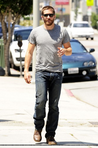 jake gyllenhaal leaving the ammo cafe in los angeles