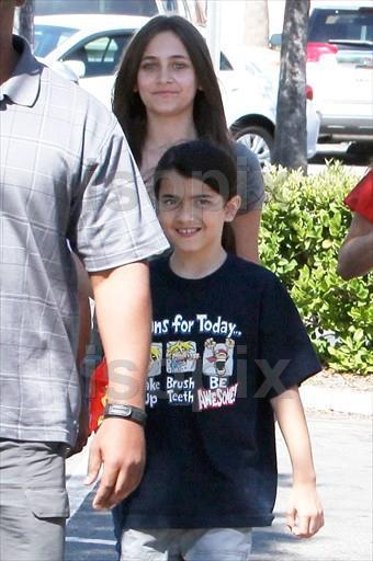 prince, paris and Blanket 23.06.2011 part II - prince-michael-jackson photo