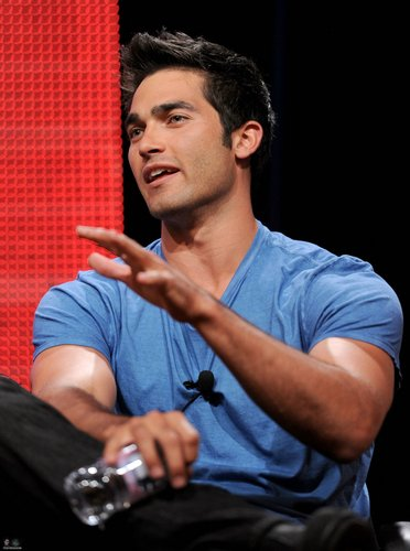 Tyler Hoechlin karatasi la kupamba ukuta probably containing a sign titled 2010 MTV Networks TCA Summer Press Tour