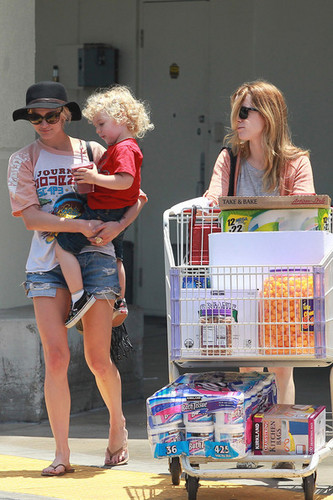 Ashlee Simpson at Costco