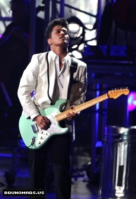 Bruno BET awards 2011 (1)