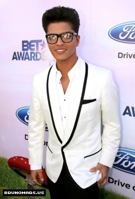 Bruno BET awards 2011 (5)