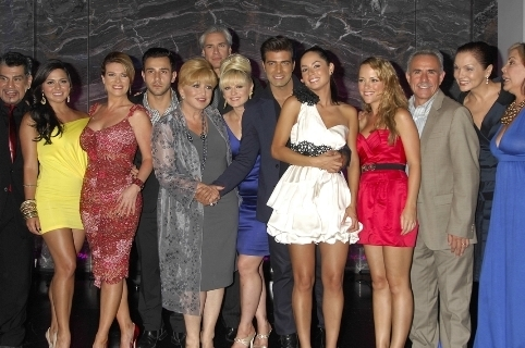 Cast - mi-corazon-insiste-en-lola-volcan Photo