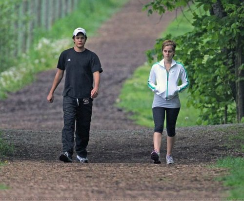 Emma and Johnny exercising-The Perks og being a wallflower