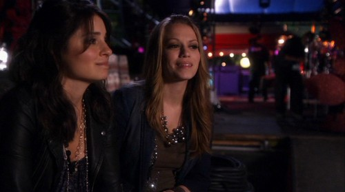 "Haley on One Tree Hill / Life Unexpected Crossover ""Music Faced"" - haley-james-scott Screencap"