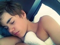 Imagine you wake up each morning next to that .. - justin-bieber photo