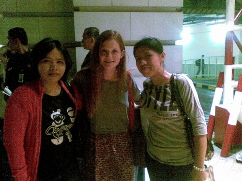Bonnie Wright wallpaper possibly containing a green beret, fatigues, and a sign called Indonesia - 25/06/2011
