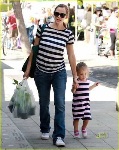 Jennifer Garner: Farmers Market with بنفشی, وایلیٹ & Seraphina!