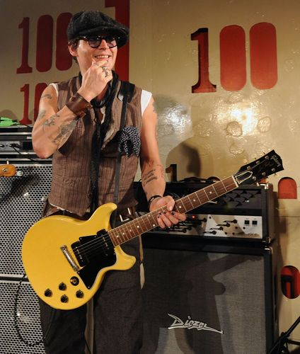 Johnny Depp wallpaper containing a guitarist titled Johnny depp with Alice cooper at '100 Club' - June 26th - 2011