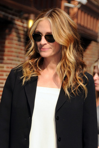 Julia Roberts arrives at the Ed Sullivan Theatre in New York City.