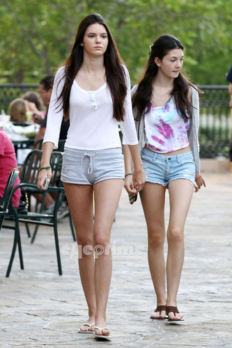Kendall Jenner wallpaper titled Kendall & Kylie Jenner in Calabasas, June 28