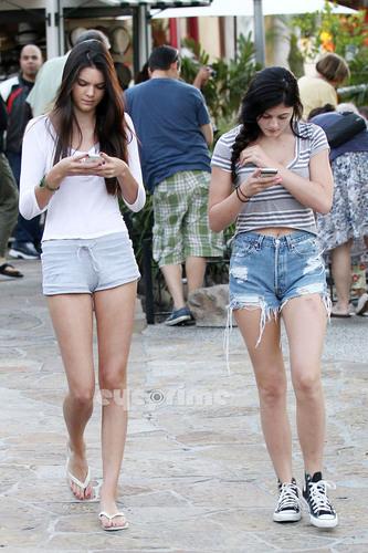 Kendall Jenner wallpaper entitled Kendall & Kylie Jenner in Calabasas, June 28