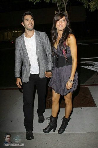 Tyler Hoechlin karatasi la kupamba ukuta with a business suit and a hip boot called Leaving 2011 MTV Movie Awards After Party