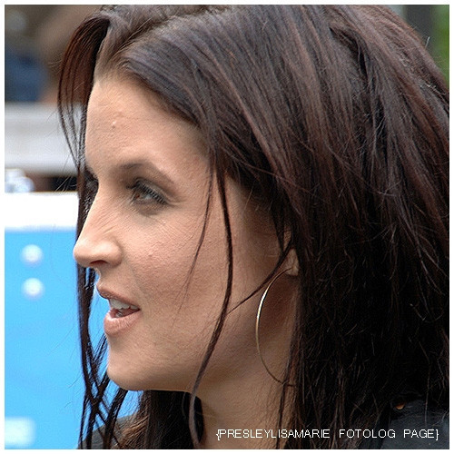 lisa marie presley wallpaper containing a portrait called Lisa's soooo beauty