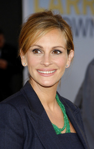 "Julia Roberts wallpaper probably with a portrait called Premiere Of Universal Pictures' ""Larry Crowne"""