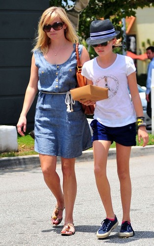 Reese Witherspoon out with daughter Ava in Brentwood (June 28).