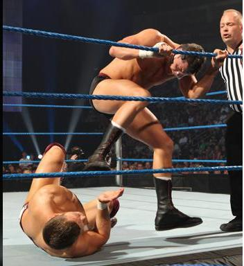Rhodes vs Bryan on Smackdown